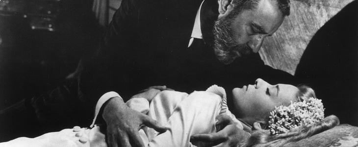 Francisco Rabal andSilvia Pinal inLuis Buñuel'sVIRIDIANA. Cr
